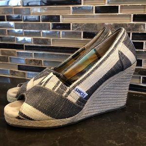 Toms tan & black open toe wedge espadrilles